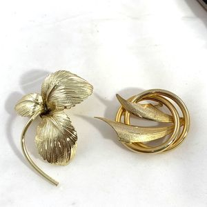 Lot of 2 Vintage Gold-Tone Brooches Pretty!
